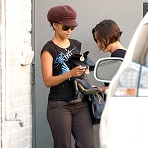 Pants cameltoe of movie star Halle Berry